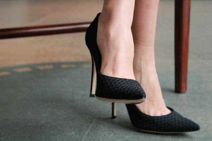 Iconic And Evergreen Fashion Trends black pump shoes
