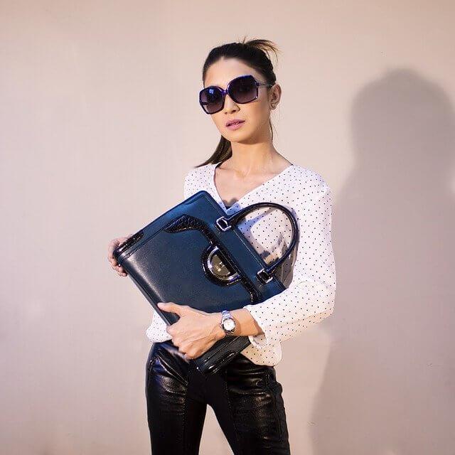 TOP 10 Latest Women's Fashion Trends 2020 pop colored handbags