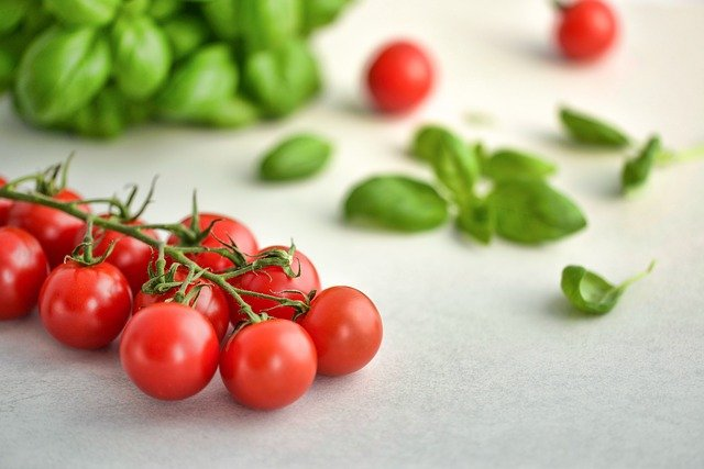 5 Reasons Why Italian Cuisine Is Everyone's Favorite! Tomato & basil leaf