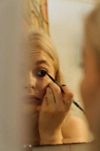 use quality liner - How to prevent your eyeliner from smudging