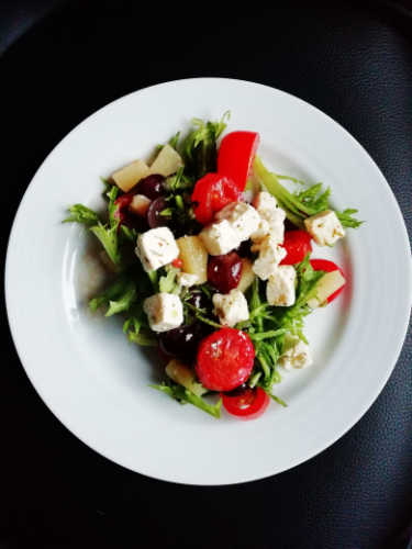 what makes Mediterranean food so healthy and why Mediterranean cuisine is everyone's favourite