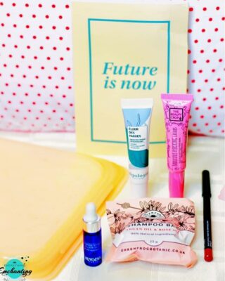 #ontheblog ✍ Hi everyone, a few days back I shared on my blog #everythingenchanting the @birchboxuk X @stasherbag April 2021 #beautybox unboxing and review ☺ Sharing the product shots here but to know more about them, kindly head over to the blog. Link in bio 👆 . . This month, #birchbox has transformed their traditional box into the Stasher reusable silicone bag! I got the Papaya Orange bag, love the color ❤. I am going to use this high quality  #sustainablebag to carry the fruits/snacks/beauty essentials while traveling ☺.  . . The featured items are- 💚💚  1. @greenfrogbotanic Argan & Rose Oil #shampoo Bar 🌿 2. @thebeautycrop Fabulous Flocking Lashes #mascara 🍀 3. @huygensparis Organic Night Repair #facialoil ☘ 4. @algologieofficiel Hydra Replenishing Booster #serum 🌿 5. @bodyography Lip Pencil in the shade Timber #lipliner 🍀 . . . Now, tell me, what have you received in your #subscriptionbox this month? Have you tried any of these products? I'll try to share their detailed reviews soon ☺ . . . . #beautybloggeruk  #bloggeruk #beautyuk #bbloggeruk #londonblogger #unboxing #subscriptionboxuk #subscriptionboxaddict #creativegirlgang #sustainableliving #sustainability #futureisnow