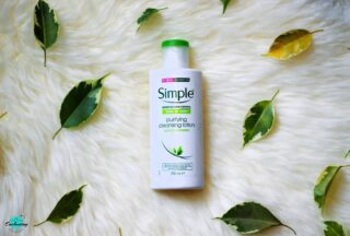 Are you looking for a gentle cleanser for your dry, sensitive skin? Then do check out my take on @simpleskin Kind To Skin Purifying Cleansing Lotion on the blog #everythingenchanting ☺ Link is in bio 👆 Have you tried this face wash? #skincarereview #simpleskincare  . . . . . . . . . . . . . . #simplecleansinglotion #purifyingfacewash #facewash #facialcare #skincarebloggeruk #skincarecommunityuk #skincarebloggerlondon #ukbeautyblogger #beautybloguk #crueltyfreeskincare #ethicalbeauty #cleanbeauty #matureskincare #dryskincare #facecleanser #everythingenchantingblog #productthatworks #loveskincare #productphotographyuk